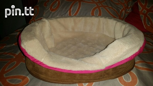 Brand new dog bed. 18 inch oval lounger-1