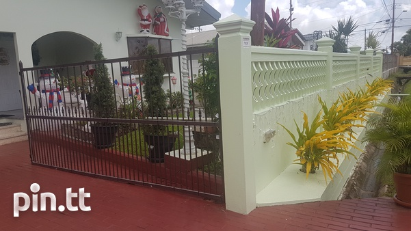 Valencia home with 4 bedrooms-1