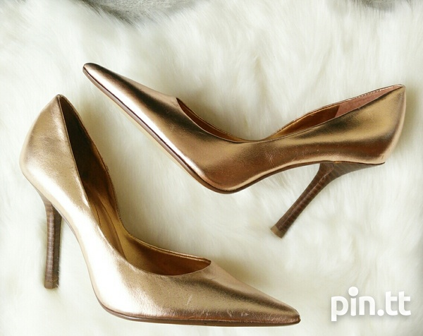 New DESIGNER Guess by Marciano Pearlised Patent Leather Pumps 6.5-4