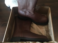 Brand new size 9 redwing safety boots