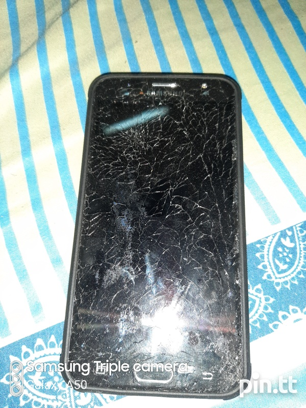 J7 Prime. Screen cracked and needs LCD.