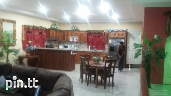 UNFURNISHED HOUSE 3 BEDROOMS-8