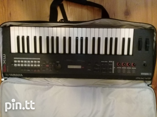 Yahmaha MX49 Keyboard and MX49 Case-7