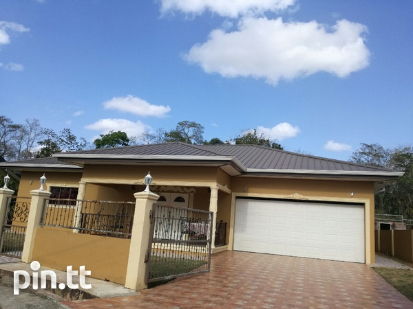UNFURNISHED HOUSE 3 BEDROOMS-1