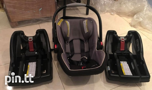 Graco Infant Car Seat W 2 Click Bases