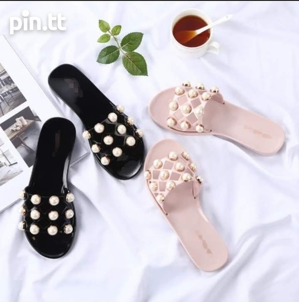 Best prices on slippers-1