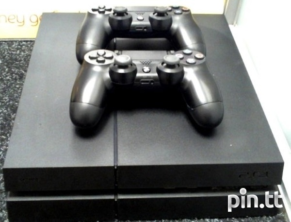 Playstation 4 Two Controllers