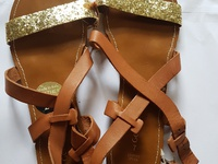 Upper leather sandals