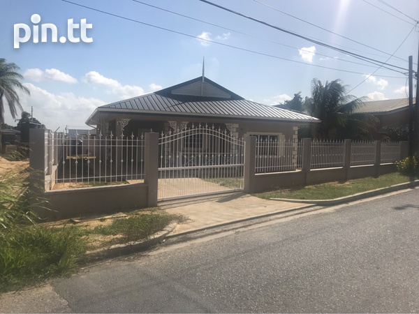Darwill Gardens home with 3 bedrooms-2