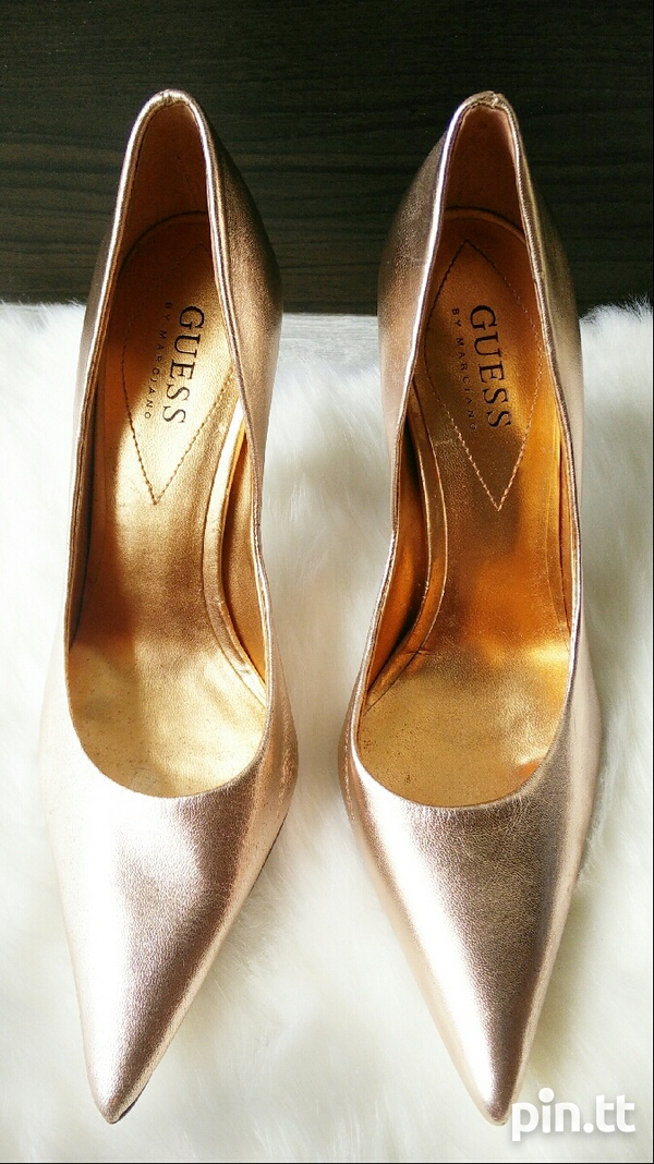 New DESIGNER Guess by Marciano Pearlised Patent Leather Pumps 6.5-2