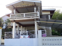 Three bedroom apartment located at Alenore Gardens