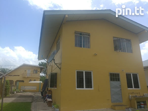 2 bedroom upstairs house - apts downstairs-5