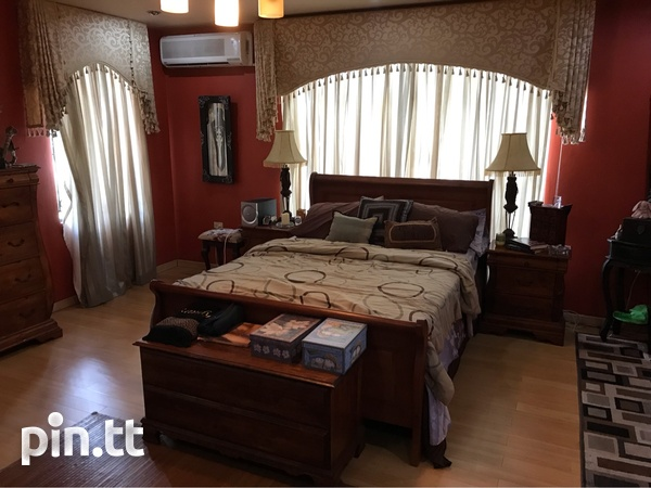 Princess Town House with 4 bedrooms-7