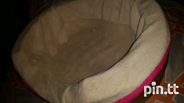 Brand new dog bed. 18 inch oval lounger-2