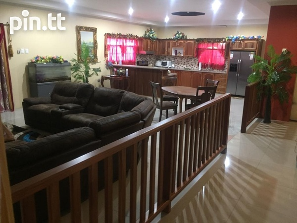 Beautiful Freeport Flats with 3 bedrooms-3