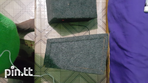 A pair of 8inch mid range boxes.-1