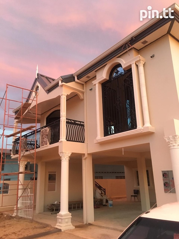 Luxurious, sophisticated new build, 5 bedrooms-1